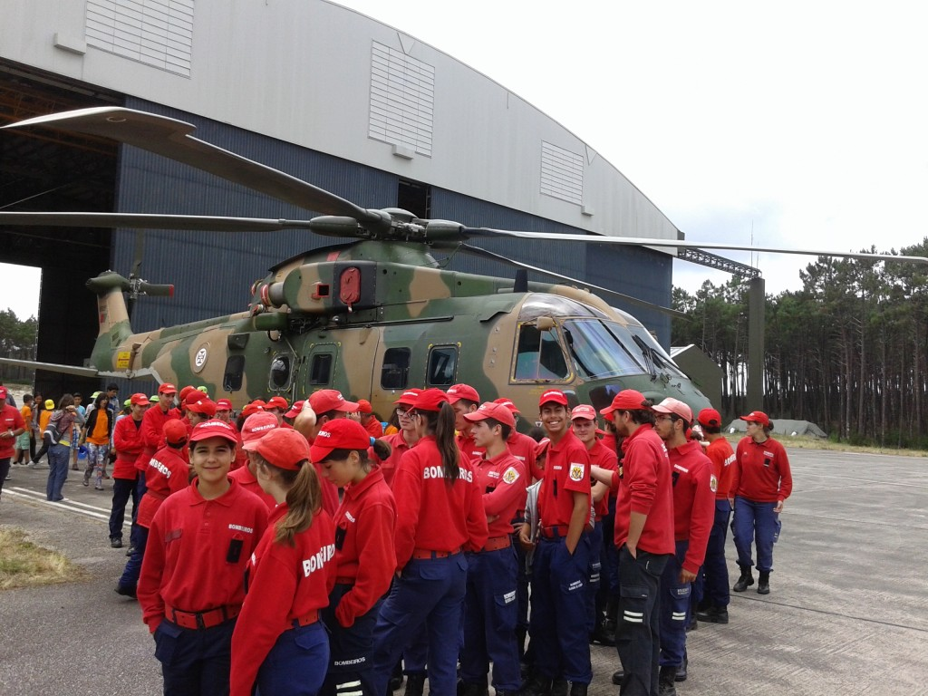 Escola de Infantes Visita Base Aérea de Maceda